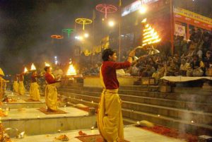 kashi-vishwanath-temple-red-tent-tour