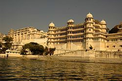 udaipur-women-red-tent-india-tour