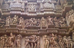varanasi-khajuraho-red-tent-india-tour