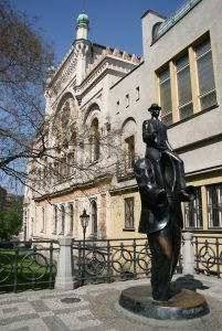 Jewish Tour to the Czech Republic. Franz Kafka sculpture by Spanish Synagogue