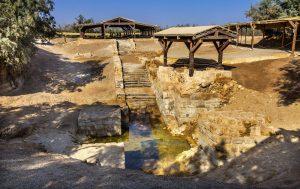 Sitio de bautismo de Jesús Juan Bautista de Betania más allá de Jordania. Circuito Tierra Santa (Llegada - Domingos)